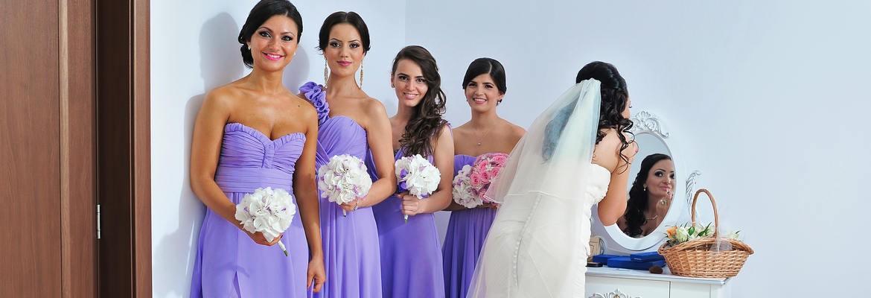 fotograf nunta | foto pregatiri mireasa cu domnisoare de onoare imbracate la fel