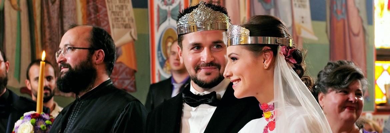 fotograf nunta | foto nunta la ceremonia religioasa in bucuresti | mirii cu cununiile pe cap