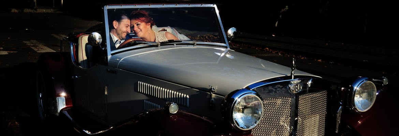 fotograf nunta | sedinta foto nunta ploiesti in ziua nuntii intr-un oldsmobile