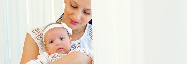 fotograf nunta | mama si fiica nou nascuta la o sedinta foto de familie langa bucuresti
