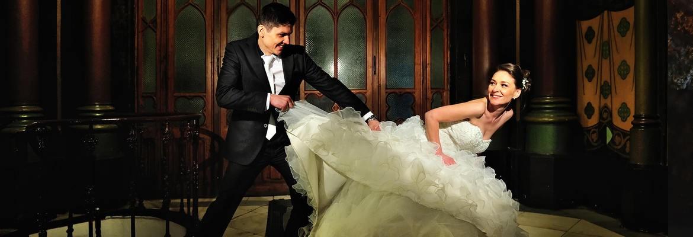 fotograf nunta | trash the dress in bucuresti cu mirele care rupe rochia miresei