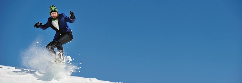 fotograf nunta | trash the dress la munte iarna pe placa de snowboard